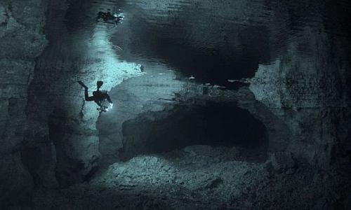 tauchen_in_der_höhle